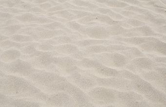 防音型発電機の砂の除去